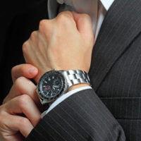 Regalar reloj a un hombre